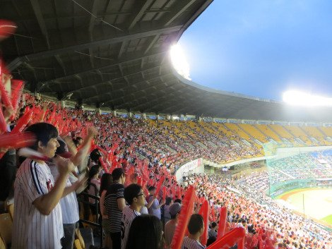 Fans singing and bashing their thundersticks Baseball in Korea