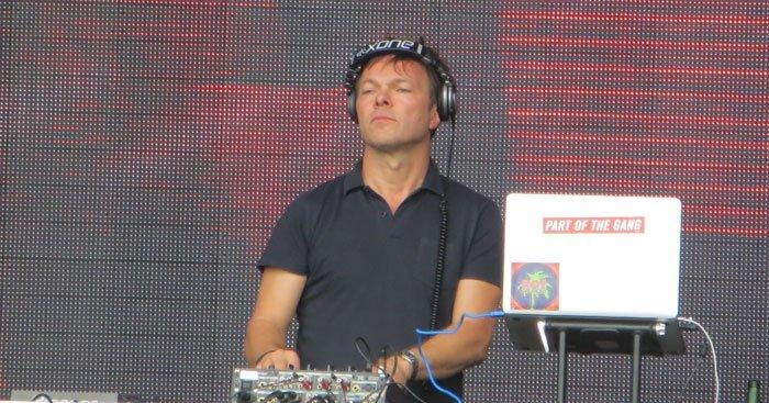 Pete Tong DJing