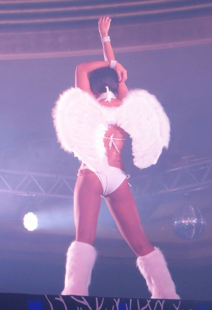 Dancing Angel Podium Lounge Singapore Review