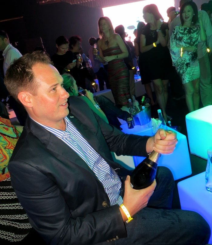 Popping Champagne.. Podium Lounge Singapore Review