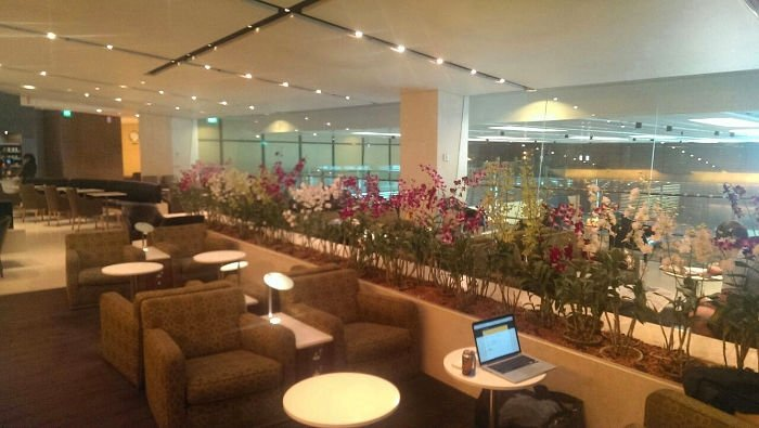 mpty BA Lounge in Singapore Airport . British Airways First Class Review