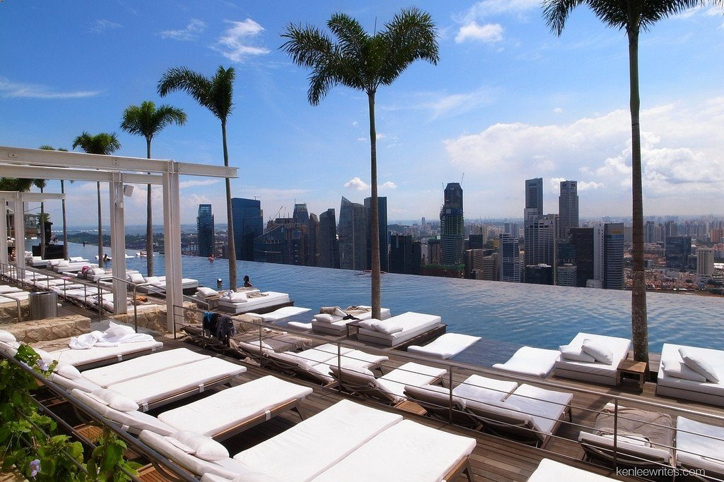 Marina Bay Sands Infinity Pool - via  Ken Lee - https://www.flickr.com/photos/kenleewrites/
