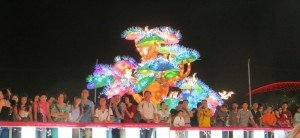 Fans enjoy the show River Hongbao