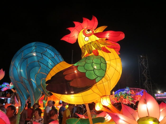 Cock lantern at River Hongbao